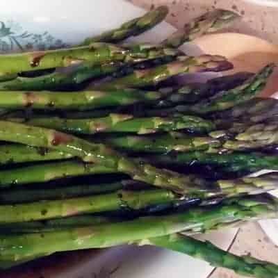 Steamed Asparagus with Balsamic Vinaigrette
